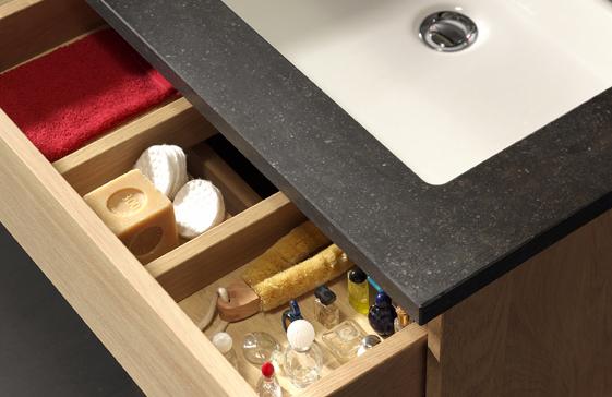 Zonder zorgen hout gebruiken in uw badkamer